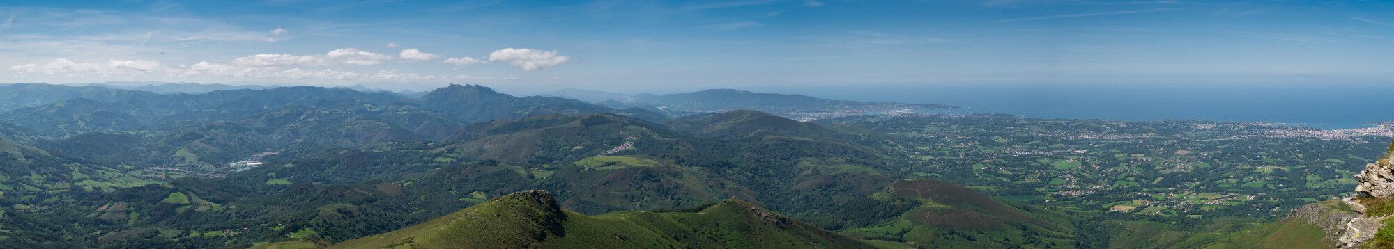 Panoramique du sommet de La Rhune (Larrun en basque), France - Pays Basque, France & Espagne
